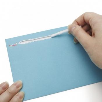 つまみを引っ張ると、ブーーーンと乗り物が煙を吐きながら開封できる、夢のあるカード。開けるときのワクワク感がたまりません!