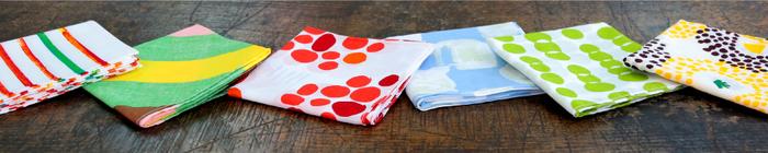 お弁当を包む布や手ぬぐいにも、可愛い柄のものがたくさんあります。贈る相手のイメージに合うデザインを選んで、心を込めて包みましょう。