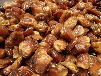 ロースイーツの甘味料として必需品のデーツは、アラブ諸国でもよく食される「ナツメヤシの実」。意識高い系女子たちが今注目しているドライフルーツです。