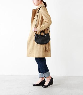CI-VA(チーバ)の2way レザーハンドバッグ。携帯やお財布などのお出かけに最低限の物が入る大きさなので、旅行などにも最適です。ハンドバッグとしても、ショルダーバッグとしてもお使い頂けます。