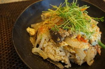 「Ça va?」をオイルごとフライパンに入れて作る、とってもヘルシーなサヴァ缶丼。