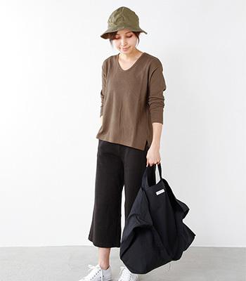 ARTEPOVERA(アルテポーヴェラ)の馬布コットントート&ショルダーバッグ。ハリのある馬布コットン便利な2way仕様バッグ。旅先やお出かけ先で荷物が増えそうなときにも重宝ですね。プライスも魅力的なのでエコバッグ的な使い方で日常使いとしてもおすすめです。
