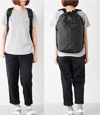 レインウェアブランドRAINS(レインズ)のデイバッグ。北欧ブランドらしいモダンに仕上がっています。体にやさしくフィットしてくれるクッション性のパットなど、疲れを軽減してくれる機能が魅力のひとつです♪