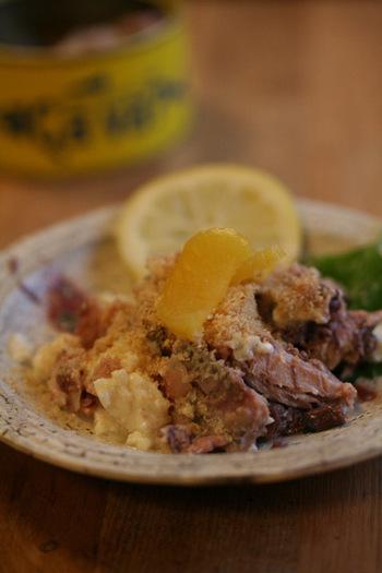 サヴァ缶をほぐして豆腐と混ぜた「ごまサバ豆腐」は、白いご飯との相性抜群。水も火も使わないので、さっと作ることができちゃいますよ♪