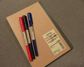 ・土台となるノート(出来ればシンプルなもの) ※ルーズリーフなどの紙を用意しても可。 ・それぞれのデザインで必要になる材料(糸、フェルト、雑誌、マスキングペーパー、レースペーパーetc...)