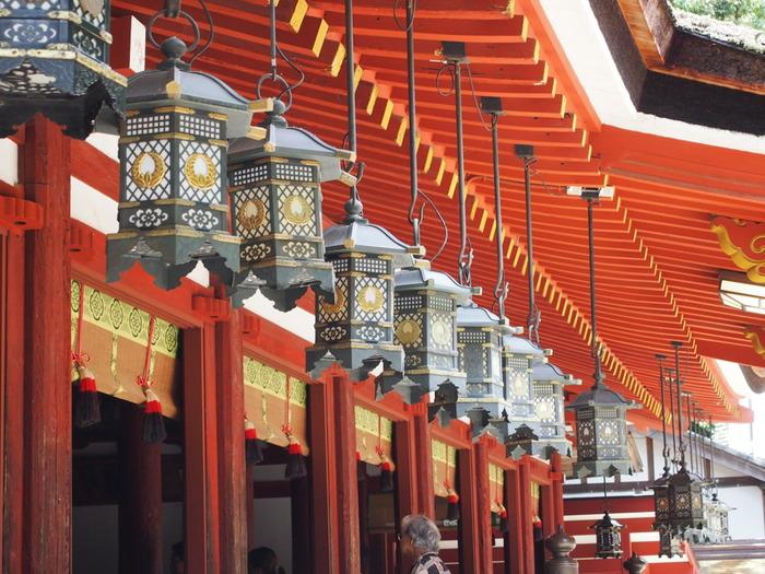 石上神宮は、三重県の伊勢神宮と並び、日本最古の神社の一つとして知られています。古くから健康長寿、除災招福、百事成就の御利益があることで、創建から悠久の時を経た今なお人々の信仰の拠り所となっています。