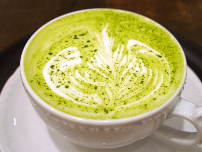 日本茶、緑茶、抹茶ラテなどが楽しめ、コーヒーが苦手という方にもオススメの最新・和カフェ。近年ニューオープンが続いていますが、今回は、その中でも世界初のハンドドリップ日本茶専門店や、産地や生産者がしっかりわかる茶屋カフェや、個性あるメニューを展開する和カフェなど、厳選して5つピックアップしました。