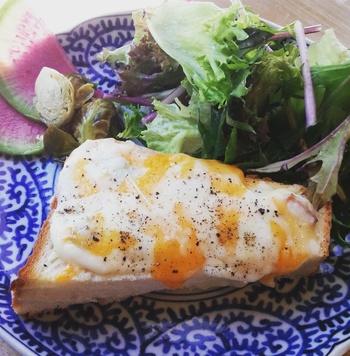 とろとろの玉子とチーズ。食欲をそそる黄金の組み合わせです。