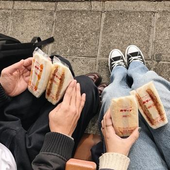店頭でテイクアウトすればお気に入りの公園でピクニック気分に浸れます♪