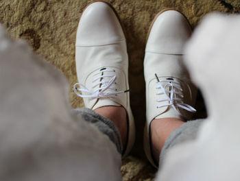 旅行だからといって新調するのではなく、はき慣れた靴を準備しましょう。慣れない靴で歩き回って靴擦れしてしまうと、せっかくの旅行も楽しい気分が半減してしまいますよね。