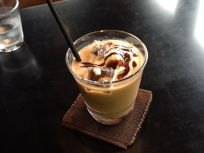 夏はアイスコーヒーやアイスラテもオススメ。