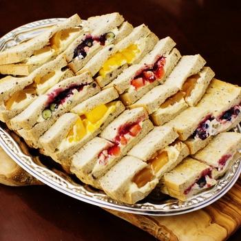 オリジナルの十穀パンも果肉たっぷりなフルーツと合うんです。