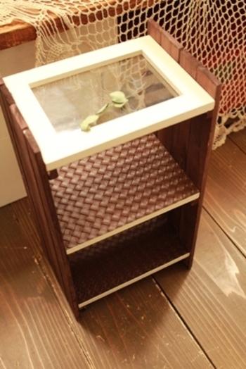 棚に異素材を用いることで、オシャレ感アップ♪ お部屋のインテリアに合わせて作ることができるのも、DIYの良いところですね。