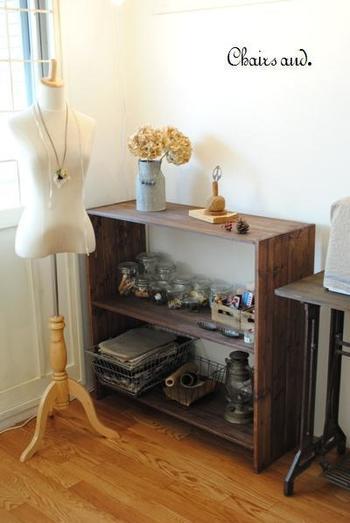 すのこ棚はアレンジ無限大! 収納するものや飾りたいものによって、大きさが自由に変えられるのでDIYにピッタリの商品です。