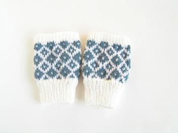 ちょっと難しそうと思われる「棒針編み」も、表編みと裏編みをマスターすればそれだけでもたくさんのパターンが作れます。