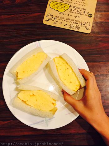 喫茶マックの名物は、何といっても関西の定番ふわふわの厚焼きタマゴのサンドウィッチです。