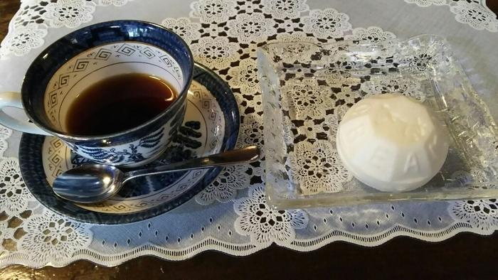 ゼー六のアイス最中は手土産にも人気。アイス最中と自家焙煎のホットコーヒーの温×冷の組み合わせがくせになります。