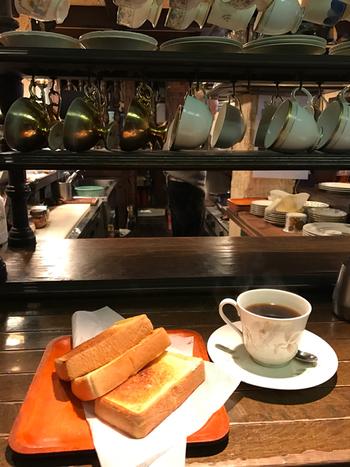 昔ながらのスタイルを守り続けているモーニング。カリッと焼けたトーストにコーヒーはたまらない組み合わせです。