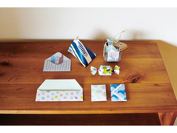 リサラーソンデザインの紙が100種類も収録されたレターブック。デザインだけでなく紙の質感もさまざまで、封筒にしたり便箋にしたり、自由に使って楽しめます。