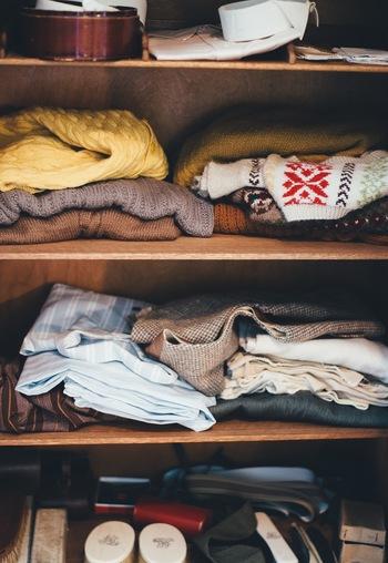 把握しきれていない人は、すでに「着ない服・無駄な服」を持っているということになります。まずはワードローブを整頓して、常に把握することを心がけましょう。