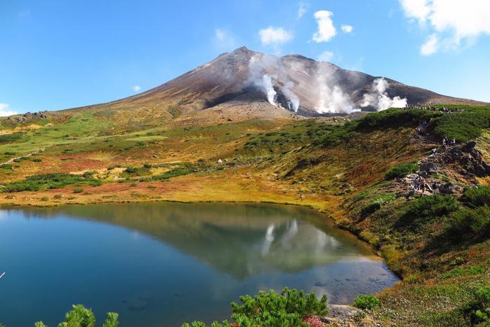 周遊コースは、ゆっくりと歩き遠回りしても1時間で1周できます。天気が良ければ姿見の池に「逆旭岳」が映り圧巻!