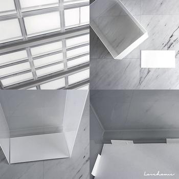 白い紙を入れて。無駄のない美しさは、背筋がピンッとするようです。中に入っているアイテムがわかるようにラベルを貼ると、使いやすくなります。