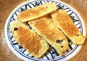 今、SNSなどで人気急上昇中の「豆腐チップス」をご存知ですか? 低カロリーでヘルシー、パリパリ止まらない独特の美味しさにハマる人が続出しているんです!