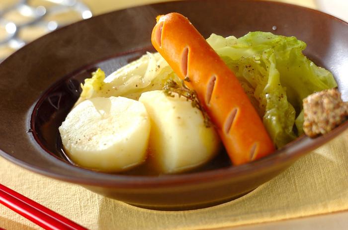 春野菜のおいしさを最大限に味わうには、やはりシンプル調理が一番!材料も味付けも簡単に。新じゃがも大きめに切って、野菜本来のおいしさや食感を楽しみましょう。