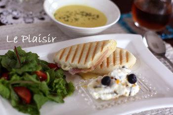 ふんわりもちもちの、パニーニにぴったりの白パンのレシピです。