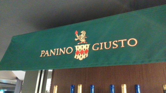 本場イタリアのパニーニ専門店。 日本国内には池袋と横浜に店舗があります。 イタリアのバルそのもので、一人でもふらっと気軽に寄れる雰囲気です。