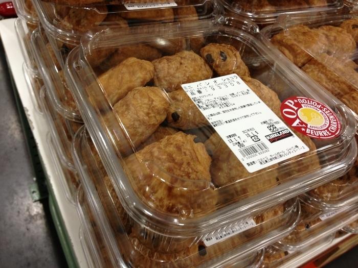 ミニパンオショコラというチョコクロワッサンです。  コストコのパン類の中で一番の美味しさです!