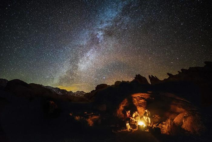 満天の星空の圧倒感。すごーく自分の存在が小さくなったような、いや、逆に、自分の存在にぎゅーとフォーカスするような気分になることありませんか。大自然の中に立つと、余計なものがシャットアウトされる。酸いも甘いも知った大人だからこそ、アウトドア体験を特にお薦めしたいのです。
