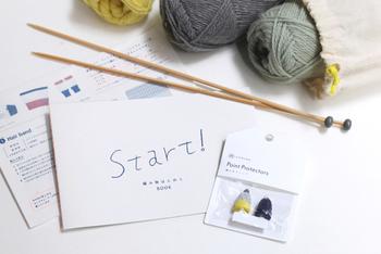 毛糸などの必要な材料と、作り方が入っているのでお手軽です。ひとつ完成したら自分で毛糸を選んで作ってみても良いですね!