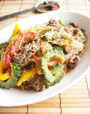 これからの季節におすすめのスタミナ炒め。ゴーヤとパプリカで見た目も華やか、生姜の香りが食欲を増進させてくれます。牛肉のタンパク質、ゴーヤのビタミンCで美肌効果も期待できそう♪