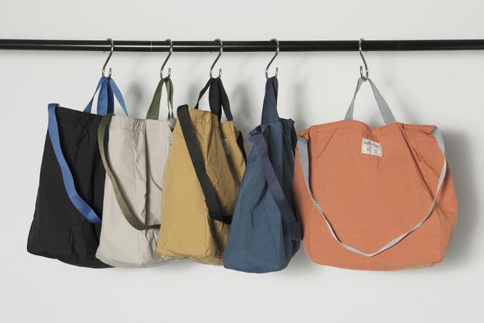 色違い、形違いでいくつも欲しくなっちゃうのもまた、トートバッグならではの不思議な魅力♪