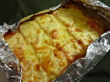 <材料> ・薄切り豚ばら肉-適量 ・トマト-1個 ・チーズ-適量 ・塩コショウ-適量 ・醤油-ひとまわし位