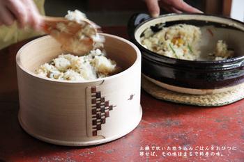 春は行事が多かったり、人が集うことも多いですよね、そんな時に重宝するのが、いつもの白いご飯に少しアレンジを加えて作る混ぜご飯や、具材とお米を炊飯器に入れて後はお任せの炊き込みご飯。今回は、簡単にできて見栄えも良い、混ぜご飯&炊き込みご飯のレシピをご紹介したいと思います。