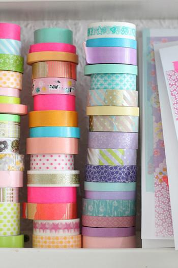 マスキングテープもデザインや種類が豊富なので、いろいろと組み合わせて使うのもおすすめです。ふんわりとした色味と質感なので、やさしい印象のデザインに仕上げることができます。