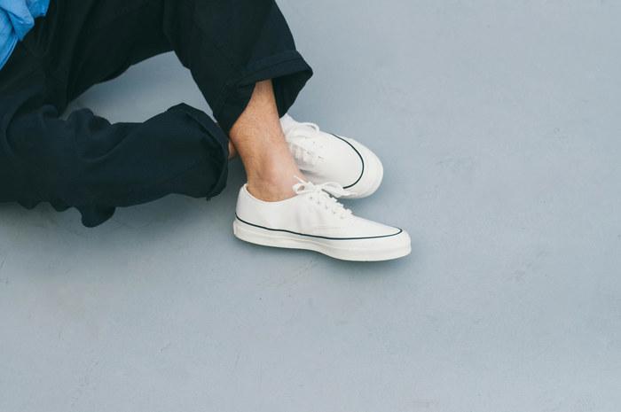 福岡県久留米市に本社と工場を構える、創業120年を超える老舗の靴メーカー「アサヒシューズ」から昨年誕生したブランド。 確かな技術から作られる、ベーシックなデッキシューズや、ジョギングシューズはファッション性も高く、タウンユースにぴったり。