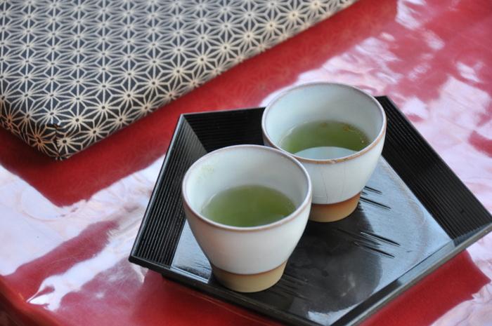 ほんのりとした昆布の香りが心を落ち着かせてくれる、昆布茶・梅昆布茶。ミネラルたっぷりで昆布独特の旨みを楽しめるお茶としても人気ですね。
