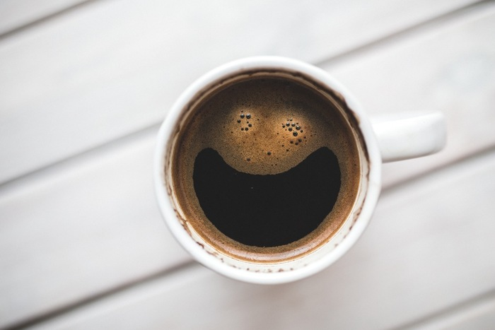 まったり癒しの時間を過ごしたいときは、熱いコーヒー×ブラウニーの組合せがオススメ。口の中で、ほろ苦いオレオとコーヒーの風味が混じり合う至福のひとときを楽しんでみてはいかが。