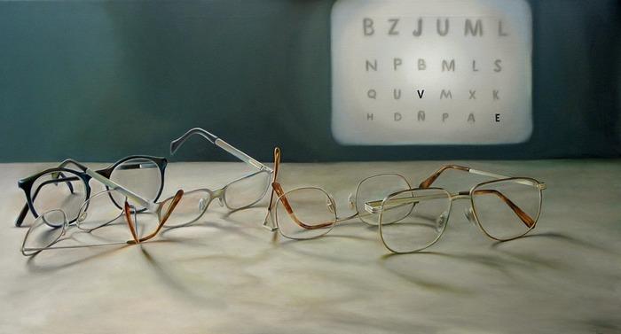 自分に似合う眼鏡を見つけるために、まずは基本的な眼鏡の選び方を知っておきましょう。