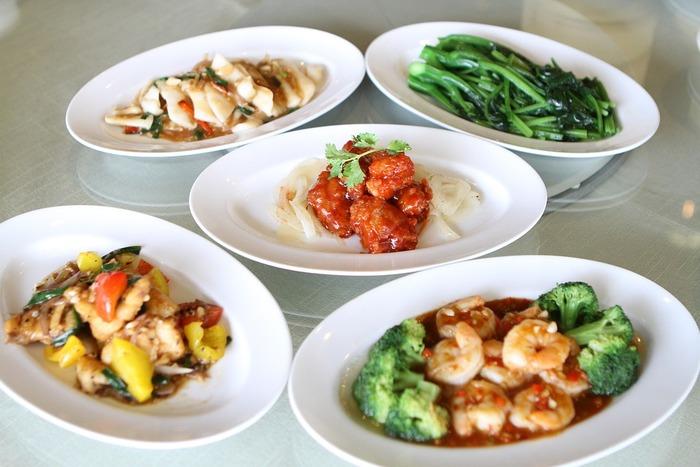 そんな時に提供しやすい料理といえば中華料理と考える方も多いはず。中華料理のフルコースには、基本の流れがあるんですって。「前菜」→「湯(たん)」→「主菜」→「主食」→「点心」の順。今回はその流れに沿って各レシピをご紹介♪