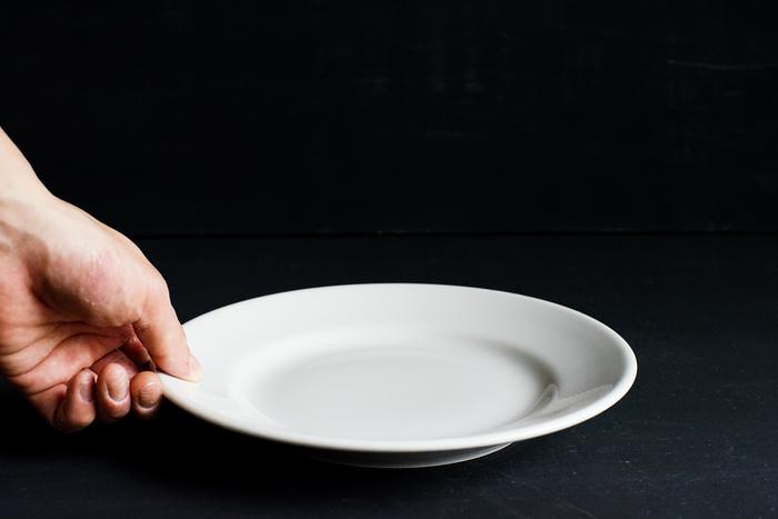 Saturnia Tivoli(サタルニア チボリ)|ディナープレート23cm ¥1,296 イタリアの業務用食器メーカー、サタルニア社の白いお皿。丈夫でシンプル、手に持った時の適度な重さ、そして何よりもその無骨さが魅力です。