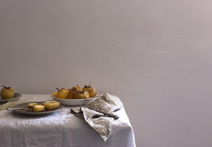 フレッシュな白い食器。白はベーシックでありながら料理を美しく見せてくれる色でもあります。シンプルだからこそ盛りつけるものを引き立ててくれる真っ白なお皿で食事を楽しみましょう。