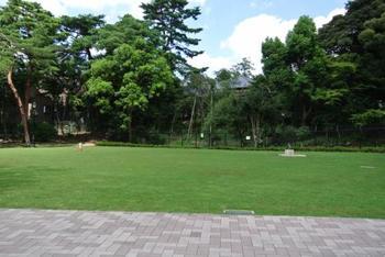 近衛文麿首相の別荘だった「荻外荘」現在は公園になっています。都心の一角の緑豊かな空間です。