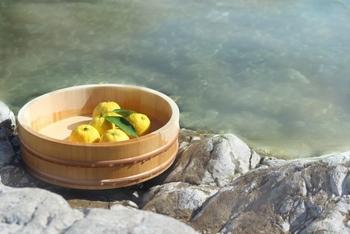 ゆずといえば、日本では「ゆず湯」。でも、お風呂に入れるだけじゃもったいないですよ!