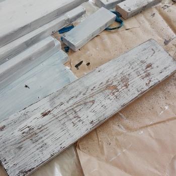 ③完全に乾いた②を、ヤスリを使ってひたすらお好みで削っていきます。そうすると年季の入ったような「汚れ」加工が完成します。