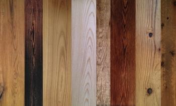 塗装の種類によって同じ板でも色合いが違っています。