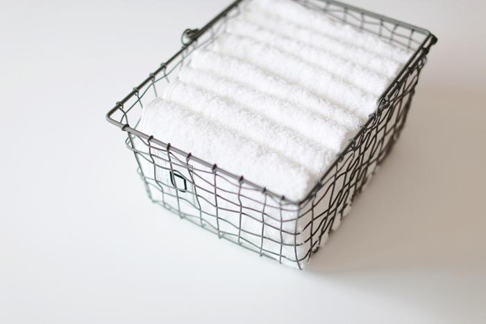 清潔感のある白いタオル。毎日使うベーシックなものは、シンプルで良質なものを選ぶことでくらしの質がぐっと上がります。